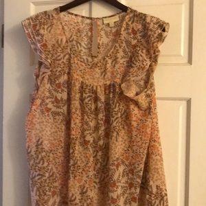 Short ruffled sleeved flowered blouse